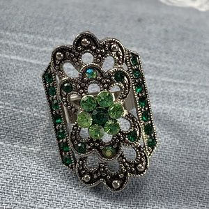 Jewelry - Gorgeous green adjustable cocktail ring